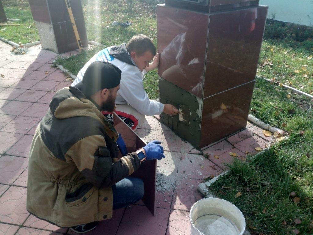 Активисты ОД «Мир Луганщине» отремонтировали памятники членам подпольной организации «Молодая гвардия» 2