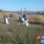 Активисты ОД «Мир Луганщине» очистили бывший городской пляж от мусора в Миусинске