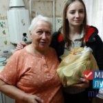 Активисты проекта «Волонтер» ОД «Мир Луганщине» передали помощь 12 луганчанам от ЛЭМЗ