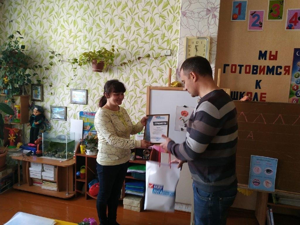 В Свердловске представители исполкома ОД «Мир Луганщине» поздравили представителей сферы образования 2