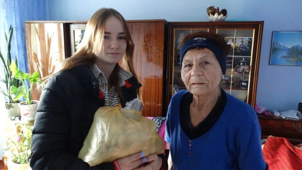 Активисты проекта «Волонтер» ОД «Мир Луганщине» передали помощь 12 луганчанам от ЛЭМЗ 2