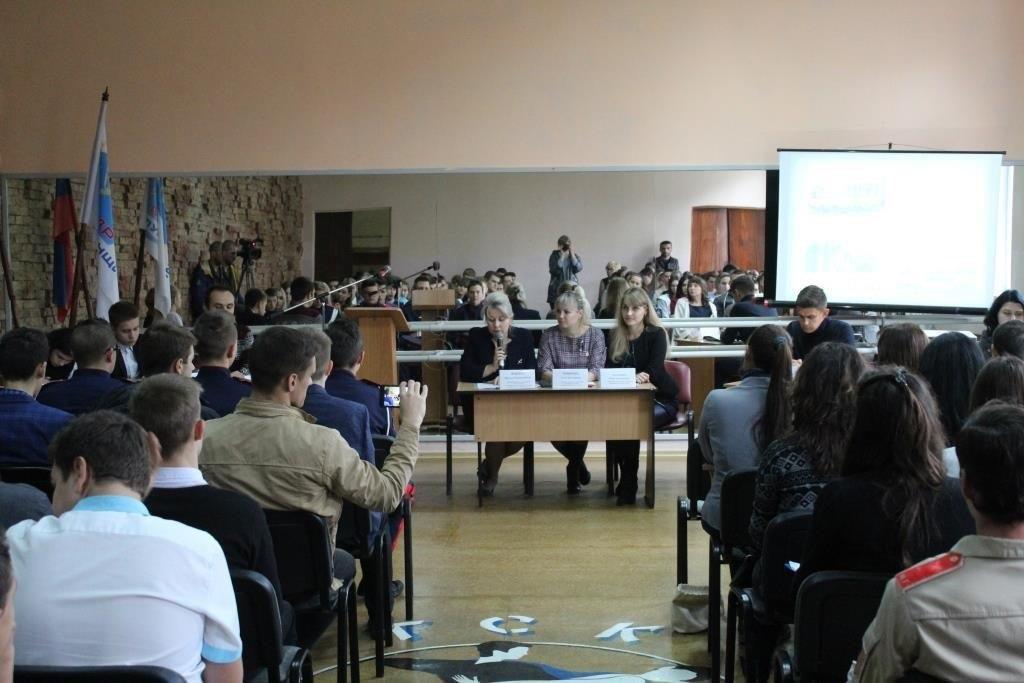 Руководитель исполнительного комитета Алчевского теротделения ОД «Мир Луганщине» встретилась с молодежью города 4