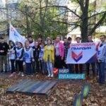 Активисты проектов ОД «Мир Луганщине» провели субботник в Антраците на одной из детских площадок города