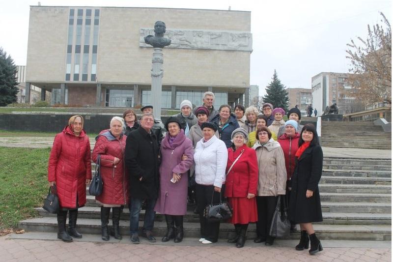Культурно-развлекательная программа для ветеранов прошла в Луганске 1