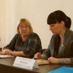 Депутат Народного Совета ЛНР Александра Коваленко провела встречу с жителями поселка Новосветловка