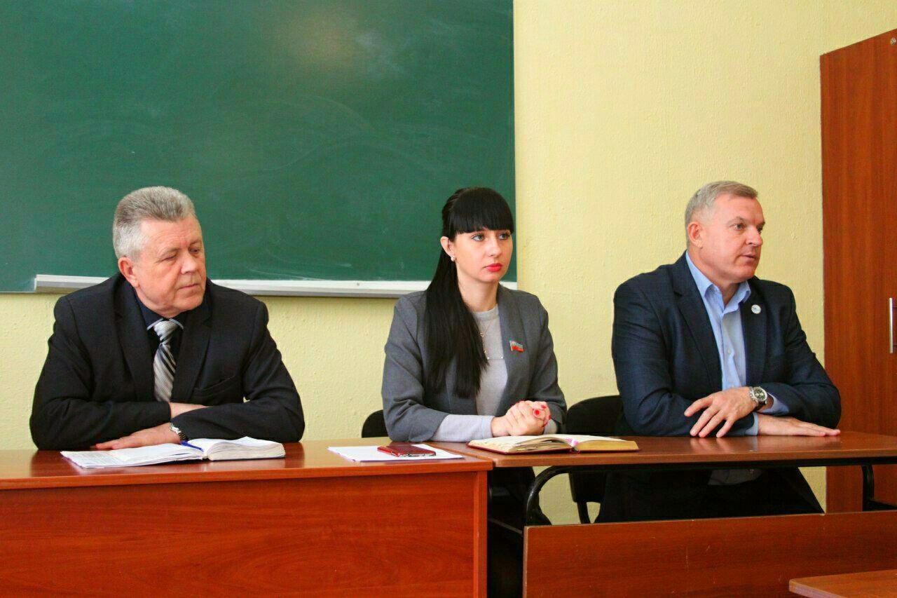 Депутат Народного Совета ЛНР Александра Коваленко встретилась с избирателями Краснодона 1