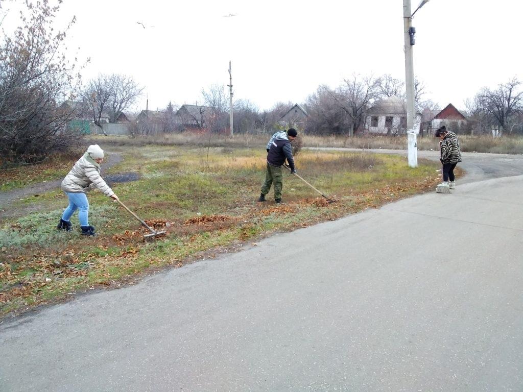 В поселке Софиевский активисты провели субботник 2