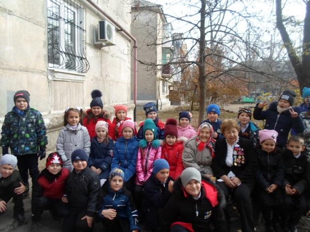 Школьники Молодогвардейска посетили ветеранов на дому 4
