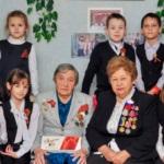 Школьники Молодогвардейска посетили ветеранов на дому