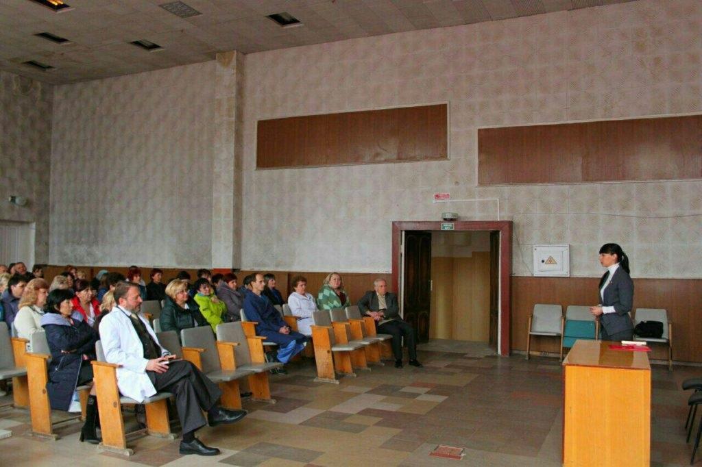 Александра Коваленко встретилась с трудовым коллективом Луганской многопрофильной больницы 2
