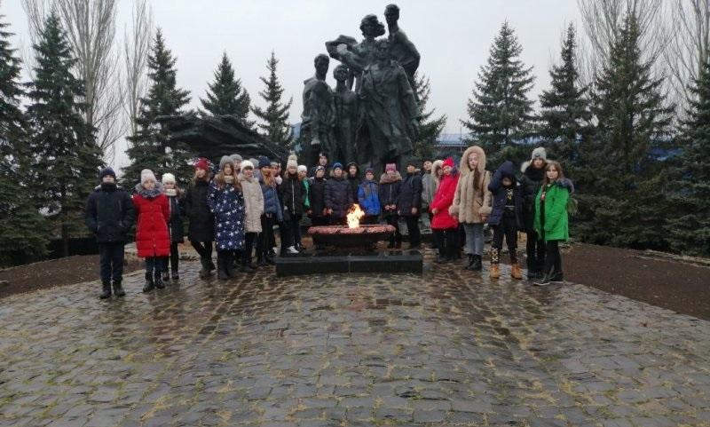 Молодогвардейские ученики посетили Мемориальный музей памяти героев подполья в Ровеньках 1