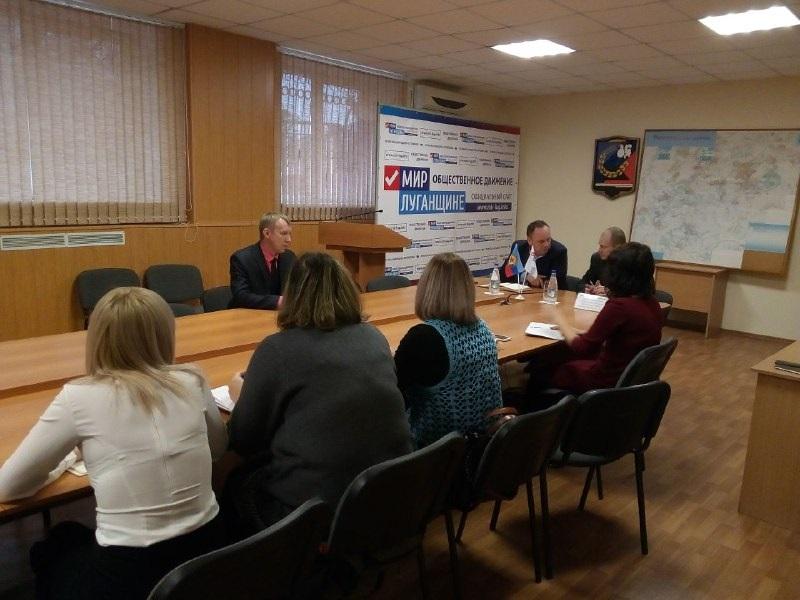 Директор департамента государственной регистрации Министерства юстиций ЛНР провел прием граждан в Перевальске 1