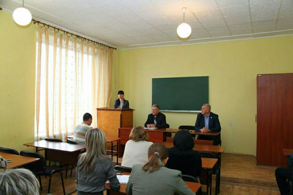 Депутат Народного Совета ЛНР Александра Коваленко встретилась с избирателями Краснодона 4