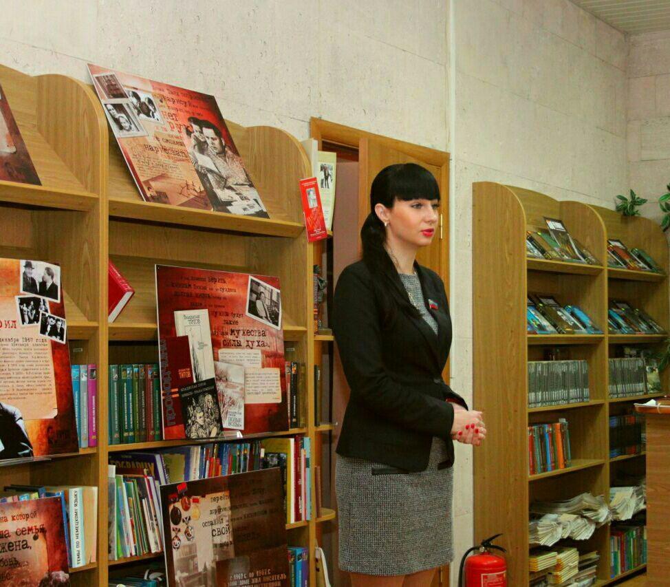 Александра Коваленко провела встречу с трудовым коллективом Луганской молодежной библиотеки 1