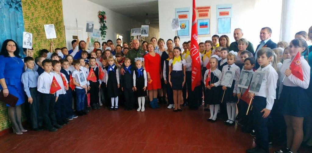 В поселке городского типа Таловое состоялась торжественная церемония передачи копии Знамени Победы 2