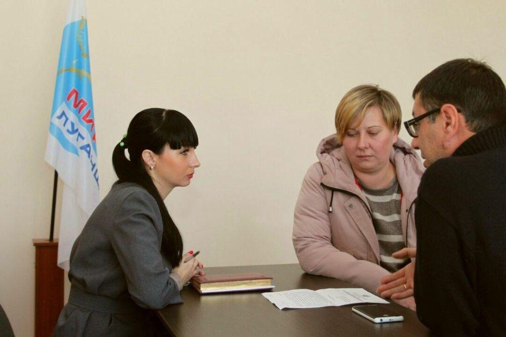 Депутат Народного Совета ЛНР Александра Коваленко провела встречу с жителями поселка Новосветловка 4