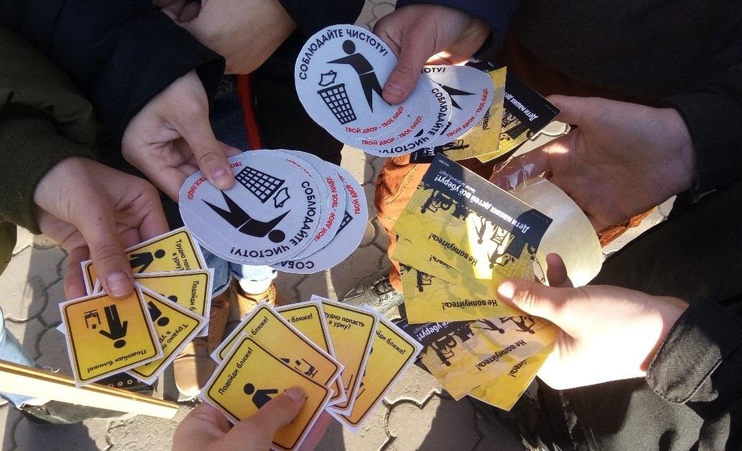 Антрацитовские активисты провели акцию «Чистота зависит от нас!» 1