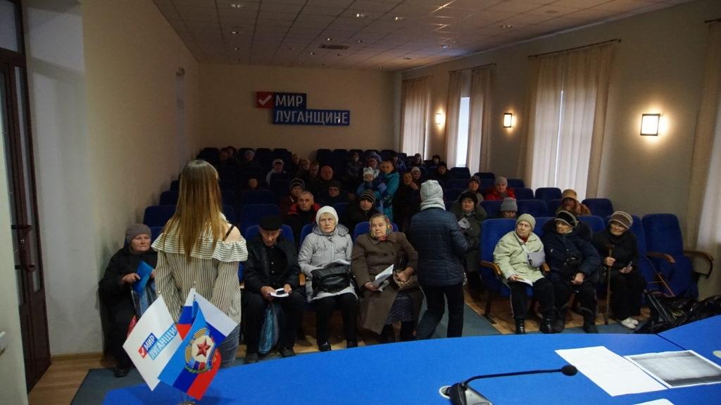 Активисты проекта «Волонтер» выдали 60 продуктовых наборов жителям Луганска 2