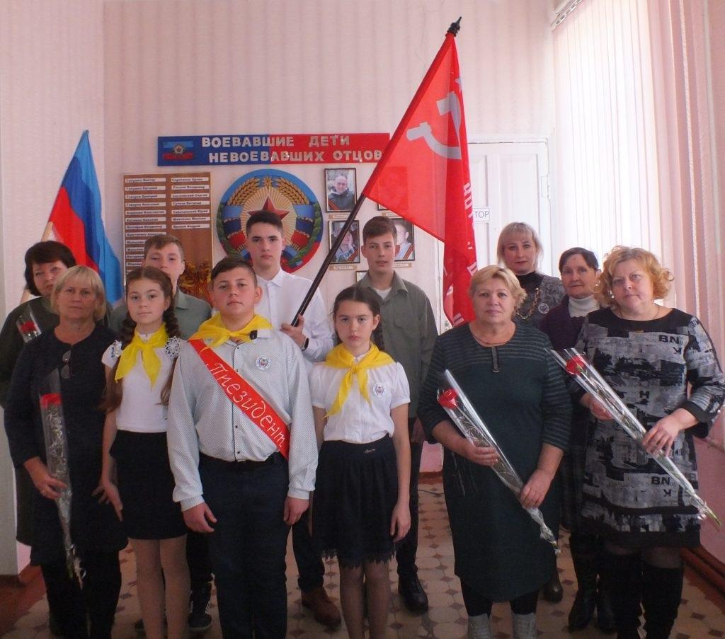 В селе Самсоновка Краснодонского района состоялась торжественная церемония передачи копии Знамени Победы 4