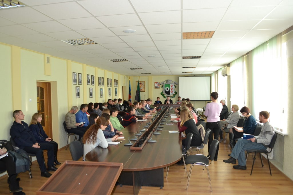 В Ровеньках состоялось заседание круглого стола на тему: «Нацизм – преступление против человечества» 3