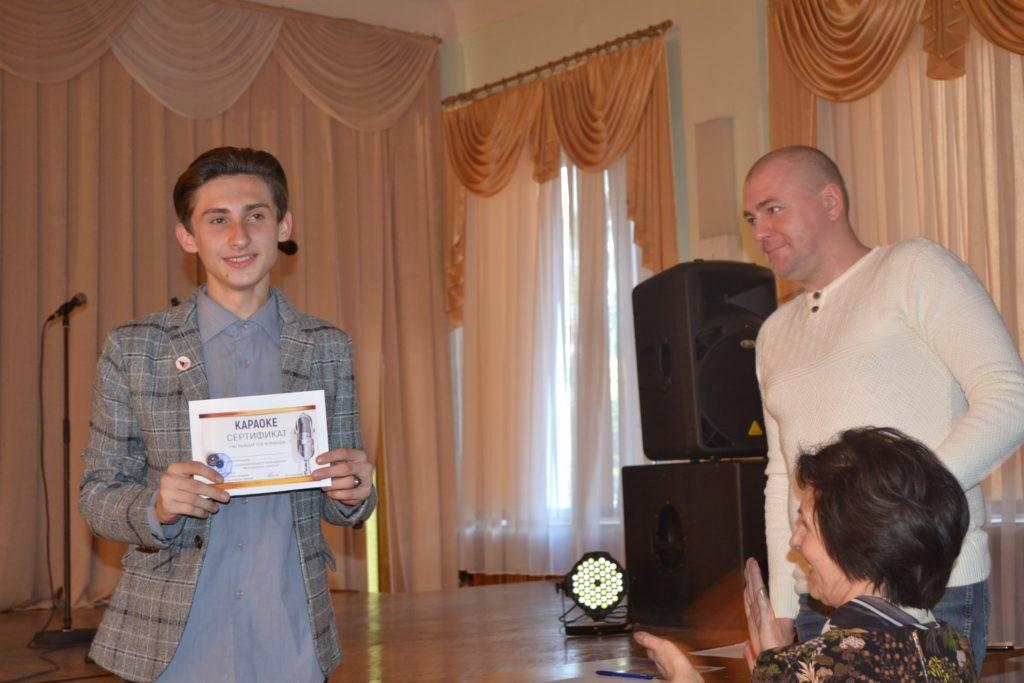В Ровеньках состоялось развлекательное мероприятие «Молодежное караоке» 5