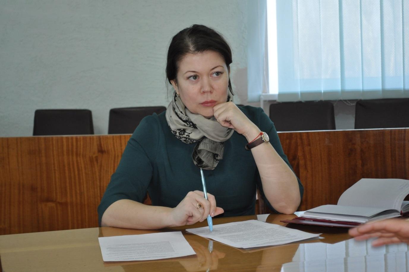 Исполняющая обязанности министра промышленности и торговли ЛНР Ирина Деркач встретилась с жителями Брянки 1