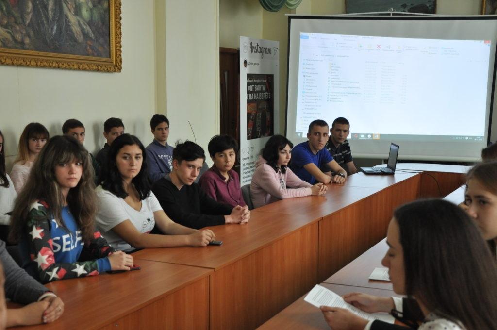 В Стаханове состоялся круглый стол на тему: «Расизм, антисемитизм, национализм, их проявление в современном мире» 2