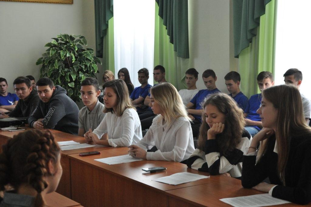 В Стаханове состоялся круглый стол на тему: «Расизм, антисемитизм, национализм, их проявление в современном мире» 3
