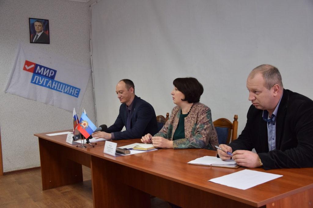 Первый заместитель министра культуры, спорта и молодежи ЛНР провел прием в Красном Луче 4