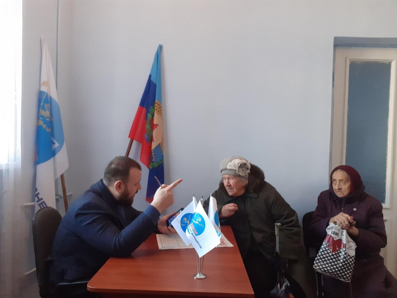 В Краснодоне состоялся прием депутата Народного Совета ЛНР Ивана Санаева 1