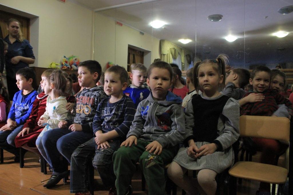 Активисты проектов «Волонтер» и «Молодая гвардия» организовали праздник в луганском детском доме 1