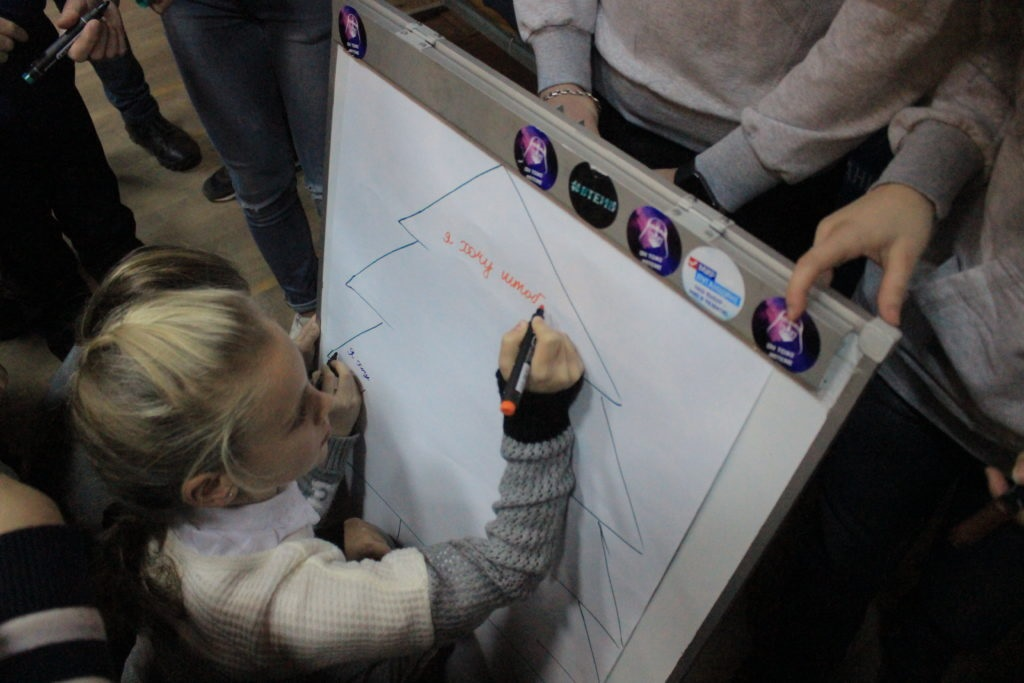 Активисты Общественного движения «Мир Луганщине» устроили праздник для детей работников медицинской сферы 2