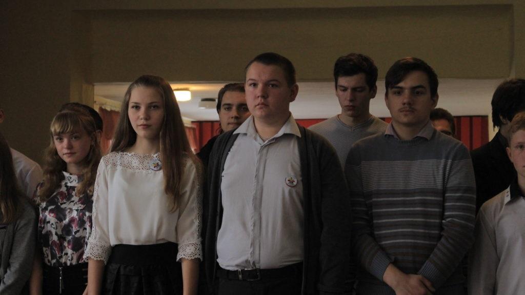 Прифронтовой школе в Золотом-5 подарили школьную доску от Общественного движения «Мир Луганщине» 3