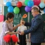 Кировская школа получила подарок – школьную доску от ОД «Мир Луганщине»