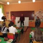 Стахановский учебно-воспитательный комплекс № 8 получил подарок от ОД «Мир Луганщине» – школьную доску