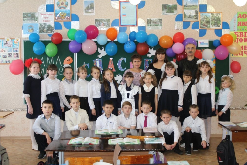 Кировская школа получила подарок – школьную доску от ОД «Мир Луганщине» 6