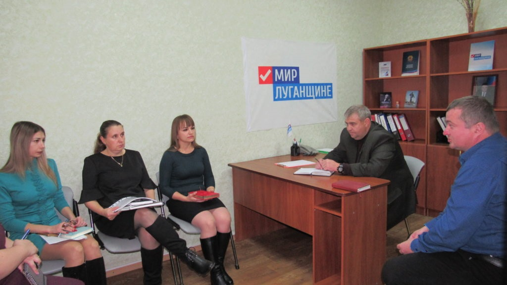 Андрей Гребенщиков провел прием граждан в Стаханове 3