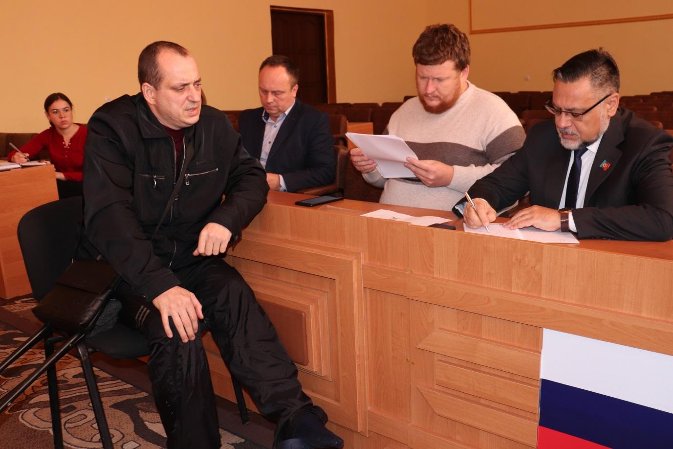 Министр иностранных дел ЛНР провел прием граждан в Перевальске 1