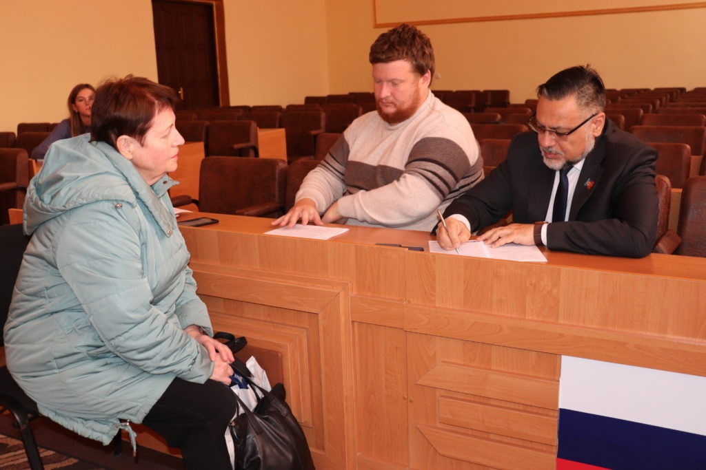 Министр иностранных дел ЛНР провел прием граждан в Перевальске 3