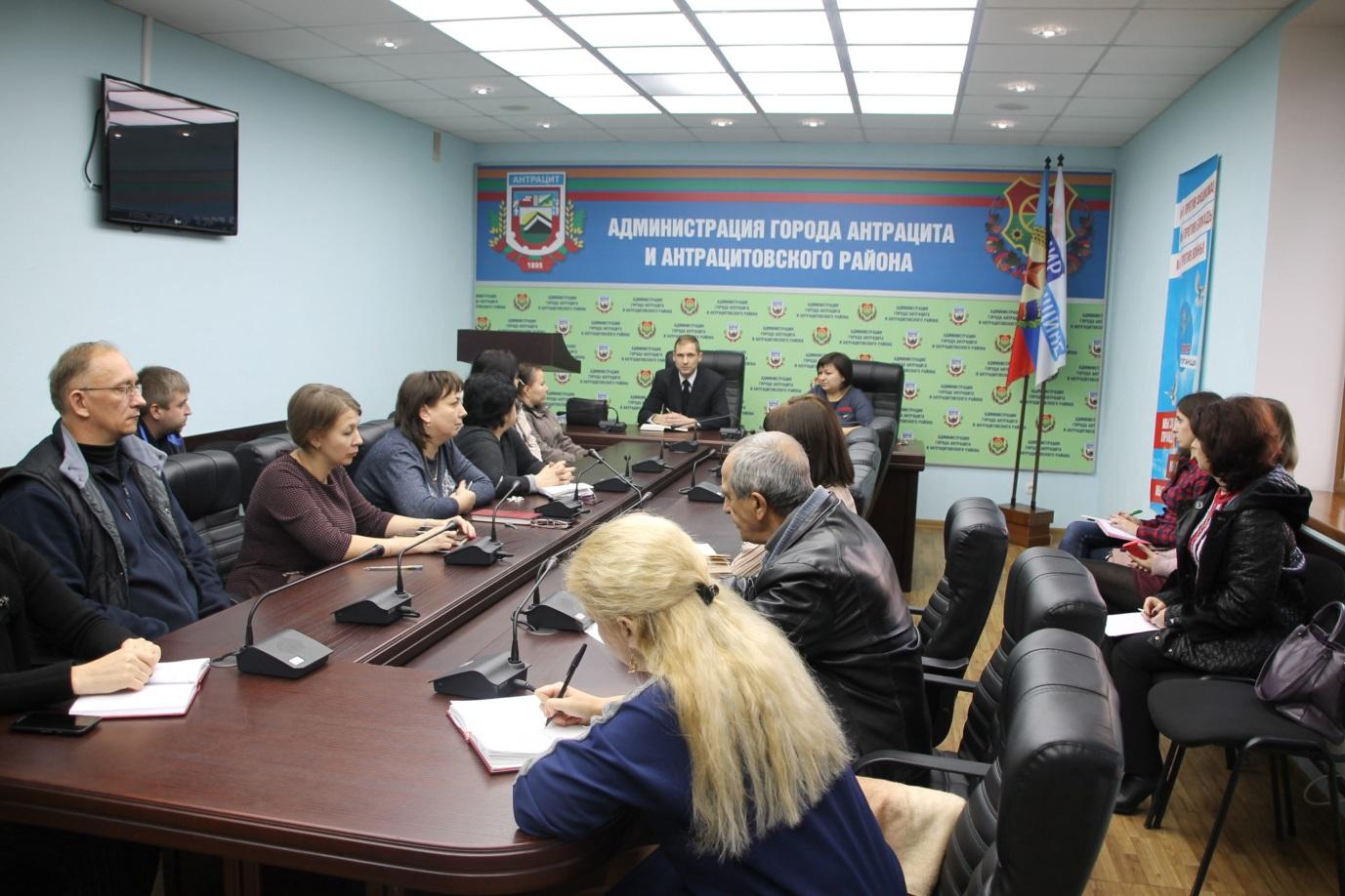 Дмитрий Кукарский встретился с жителями Антрацита 1