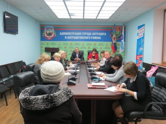 Елена Рахмукова и Сергей Саенко провели прием граждан в Антраците 2