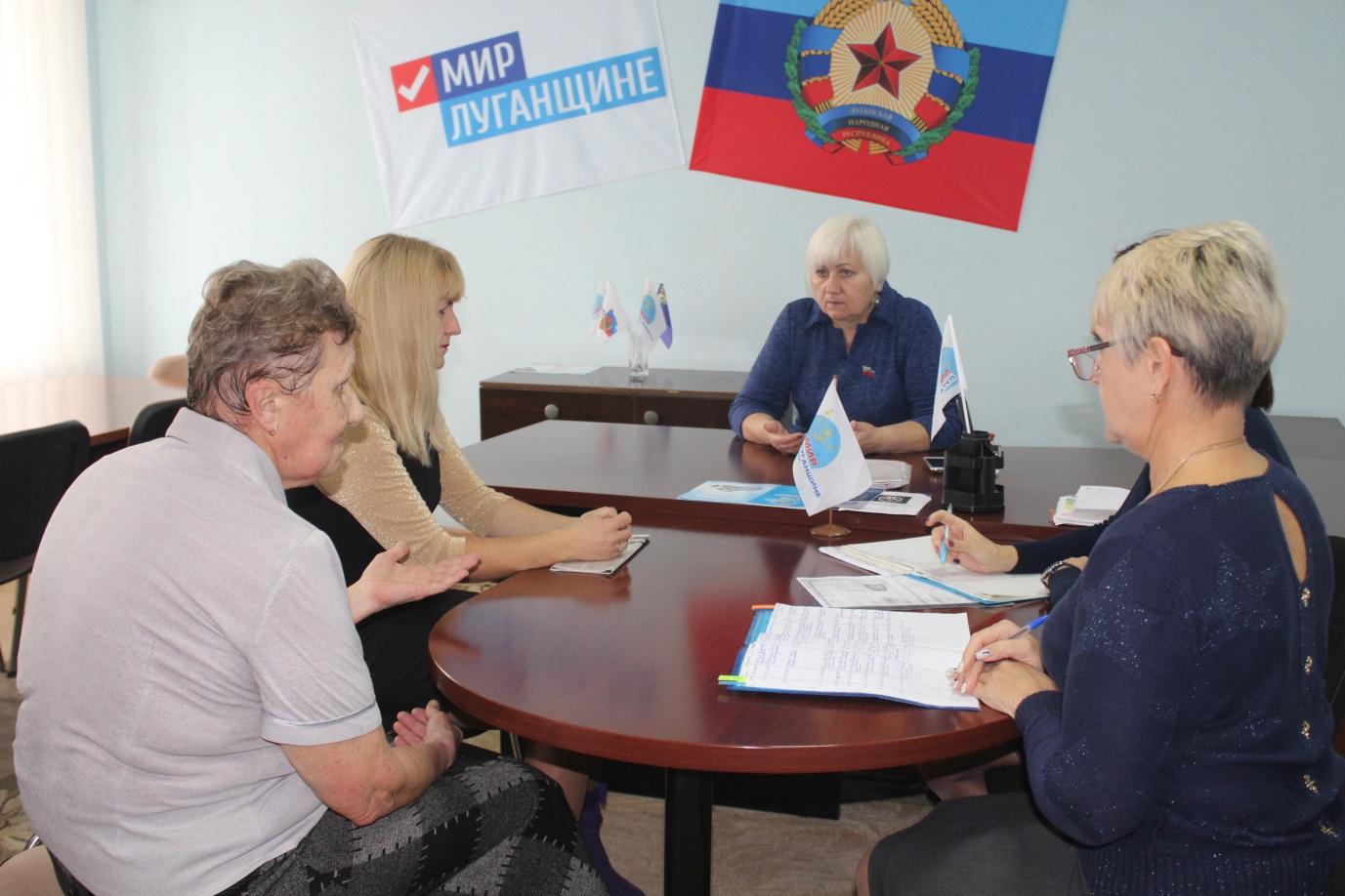 Светлана Гизай провела прием граждан в Славяносербске 1