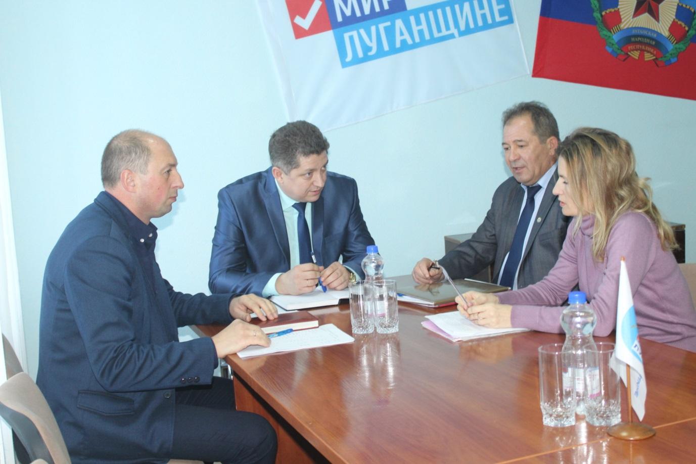 Министр образования и науки ЛНР Сергей Цемкало встретился с жителями Славяносербска 1