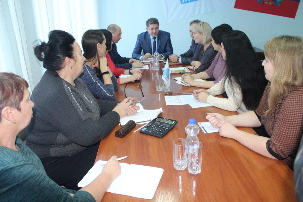 Министр образования и науки ЛНР Сергей Цемкало встретился с жителями Славяносербска 2