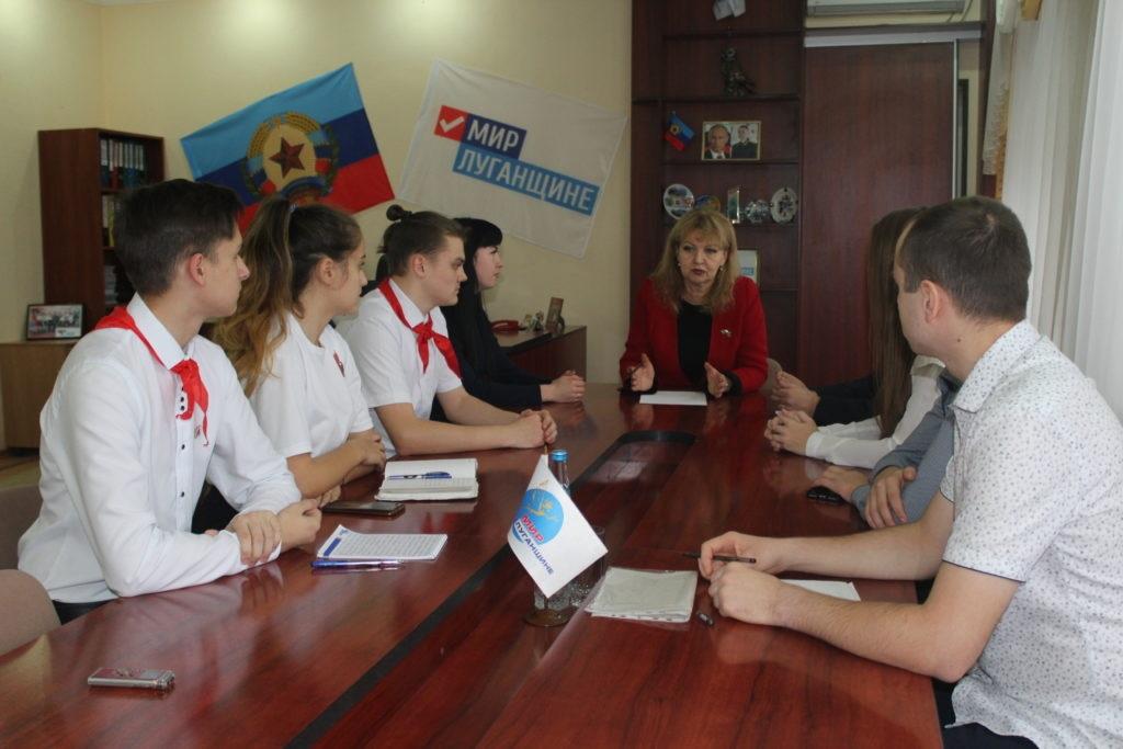 Депутат Народного Совета ЛНР Анна Мосина встретилась с лидерами молодежного движения Славяносербского района 2