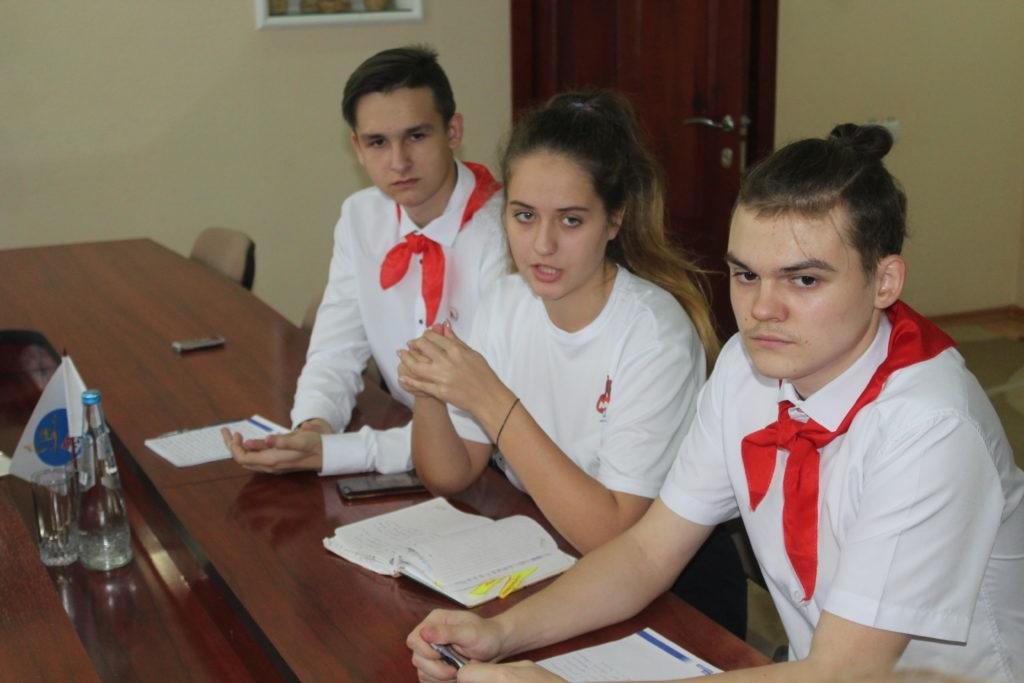 Депутат Народного Совета ЛНР Анна Мосина встретилась с лидерами молодежного движения Славяносербского района 4