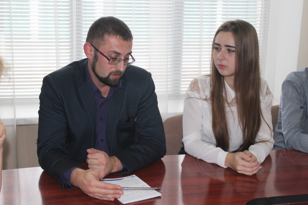 Депутат Народного Совета ЛНР Анна Мосина встретилась с лидерами молодежного движения Славяносербского района 3