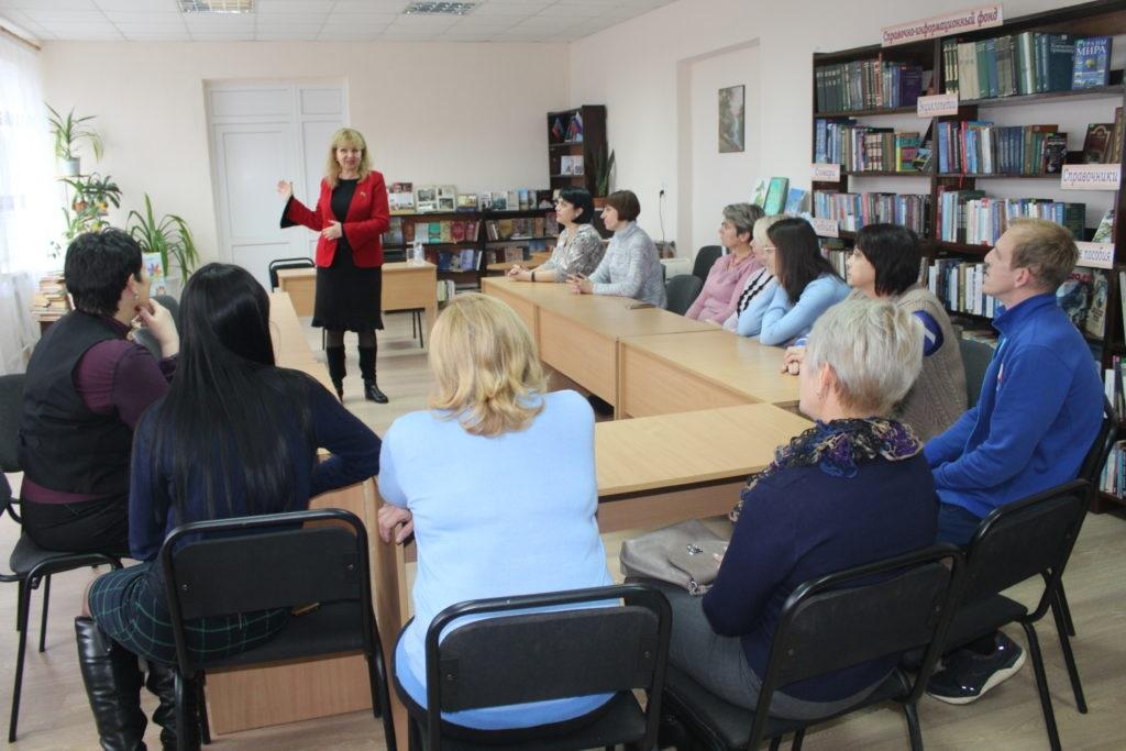 Депутат Народного Совета ЛНР Анна Мосина провела встречу с коллективом Славяносербской центральной районной библиотеки 1