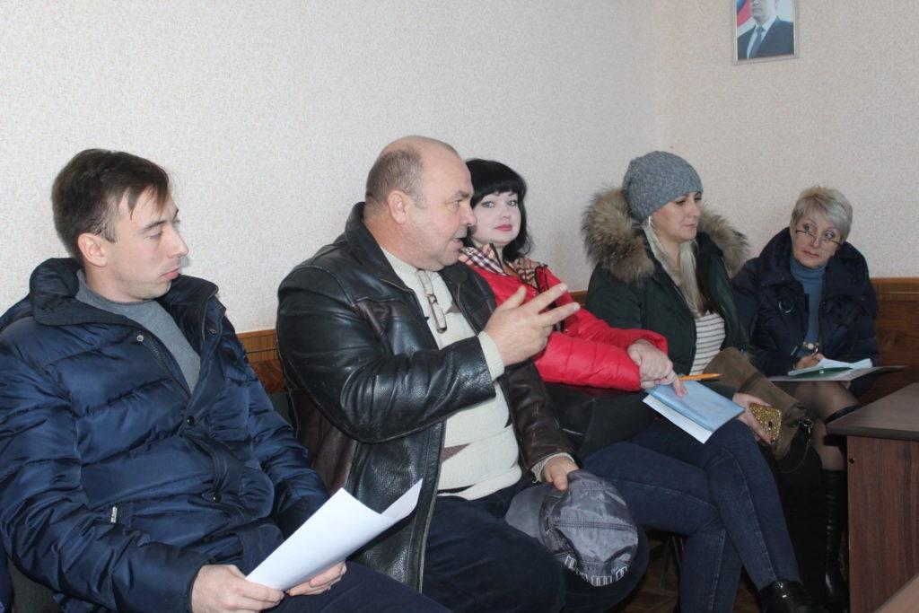 Депутат Народного Совета ЛНР Андрей Лицоев встретился с жителями поселка городского типа Родаково и села Красный Луч 4