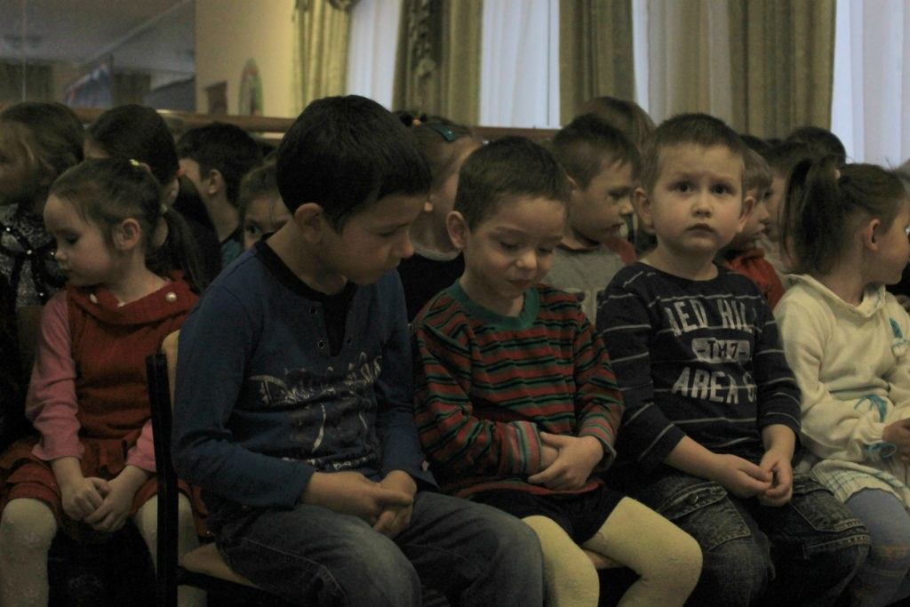 Активисты проектов «Волонтер» и «Молодая гвардия» организовали праздник в луганском детском доме 2